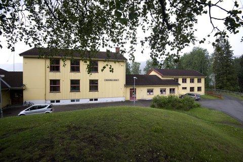 IKKE HER: Styret for etablering av Montessori-skole i Rudsbygd, får ikke leie lokaler i nedlagte Buvollen skole, sjøl om de tirsdag fikk statlig godkjenning.
