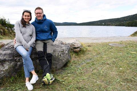KJÆRESTER OG SAMMEN PÅ SCENEN: Mads Ousdal og Heidi Ruud Ellingsen stod sammen på scenen under Peer Gynt forestillingene på Gålå både i 2014 og i 2015. I sommer er de tilbake for å skape morgenstemning ved Gålåvatnet.