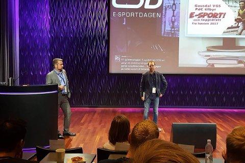 Rektor Erland Sandvik og avdelingsleder Jo Hjermstad fra Gausdal VGS møtte E-sportmiljøet under E-sportdagen.