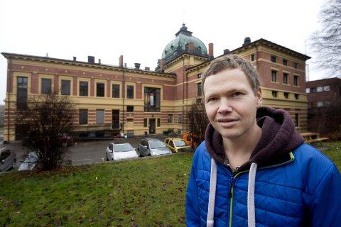 KULTURENTREPRENØR: Magnus Beite har fått offentlig godkjenning til å starte en ny høyskoleutdanning innen musikkproduksjon og bransjeforståelse. Skolen skal etter planen åpne neste høst, og kommer trolig til å ha mye av sin aktivitet tilknyttet Kulturhuset Banken på Lillehammer. Arkivfoto: Olav Brostrup Müller