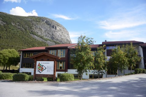 En pasient døde lørdag, som følge av koronasmitte ved Skjåkheimen. 14 personer er nå bekreftet smittet.
