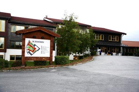 Fire nye er smittet som følge av koronautbruddet ved Skjåkheimen.