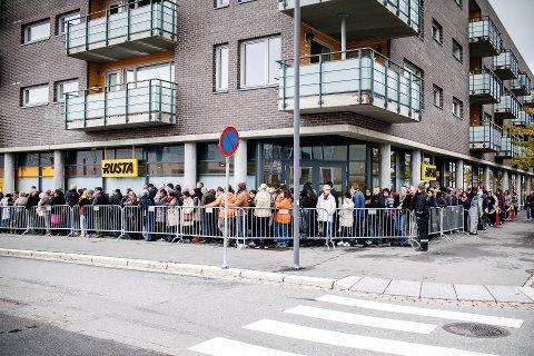 Kø på Romerike: Rusta åpnet sitt første varehus i Norge, på Strømmen, høsten 2014. Siden er det blitt 13 flere, og kjeden er stadig på leting etter «gode lokasjoner». Foto: Johnny Vaet Nordskog