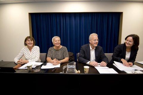 ENIGHET: Fra venstre HiHm-rektor Anna L. Ottosen, HiL-rektor Kathrine Skretting , styrelder Peter Arbo (HiL) og styeleder Maren Kyllingstad (Hedmark).