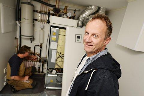 VARMEANLEGG: Lars Medby sier gunstige tilskuddsordninger inspirerer mange til å investere i varmeanlegg. Foto: Asmund Hanslien
