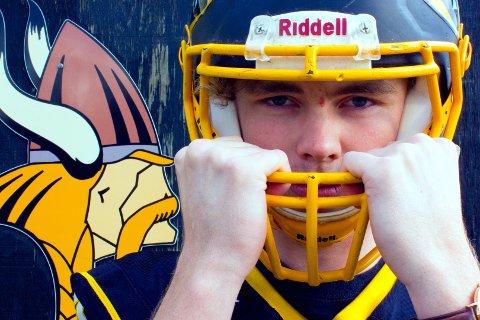 Anders Leine, en 17-åring fra Øyer, er den eneste ekte vikingen på et lag bestående av vikinger i USA. Han spiller amerikansk fotball for studentlaget Tri-County Vikings i Michigan. Foto: Ryan Schlehuber, The Daily News, Greenville, Michigan,
