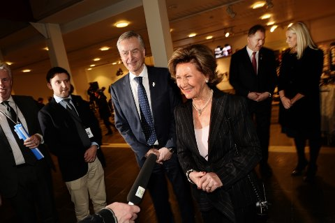 KASTET GLANS: Dronning Sonja og kronprinsesse Mette-Marit var til stede da OL-museet åpnet i fjor.