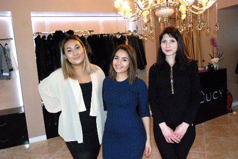 NY KLESBUTIKK: F.v. Atcha Janthakun, Zeena Almayaly og innehaver Sara Nancy Bonomi på Boutique Lucy.