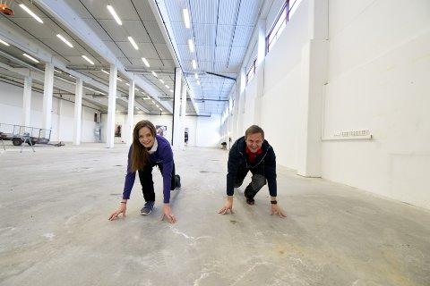 KLAR, FERDIG, GÅ: I løpet av februar åpner Katrina Falkenberg og Geir Arne Bjune dørene til Spenst Arena. – Dette blir et flunkende nytt treningssenter med både løpe- og fotballbane. Vi har nok av plass å ta av, og det skal vi utnytte til fulle, sier Falkenberg og Bjune.