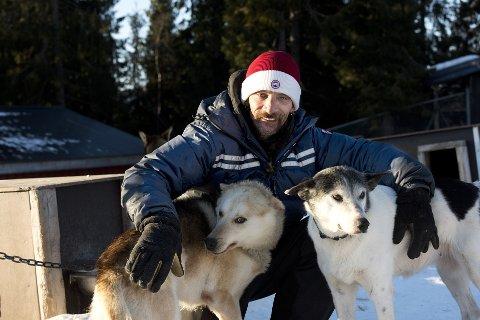 VERDENSSTJERNE: Lance Mackey fra Alaska er en superstjerne innenfor hundekjøring. Den siste uka har han trent i det som kanskje er verdens beste hundekjøringsløyper i Nordre        Land og Gausdal for å delta i Mush Synnfjell.