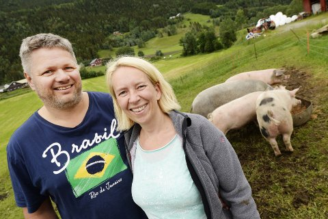 TA KONTAKT: Gunhild Wetterhus Sylte og Ole Asmund Sylte håper de som vet noe om saken vil ta kontakt. Foto: Kari Utgaard