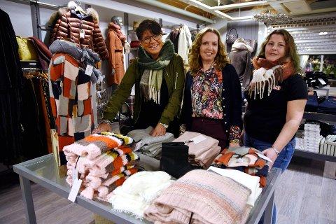 MOTESHOW: Heidi Holmestad, Rita Lundgren og Eva Haugen står i bresjen for høstens moteshow på Vinstra.