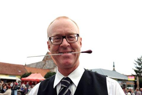 SINT: Selv om daglig leder i Hedmark og Oppland musikkråd, Trond Eklund Johansen, er blid på dette bildet, er hanog styreleder Kåre Haugli harme på regjeringens forslag til statsbudsjett.