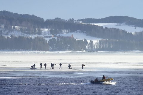 En gruppe med utenlandske skøyteløpere ble strandet på et isflak på Mjøsa i 2015. Der skulle nødetatene ønske at det fantes en luftputebåt.