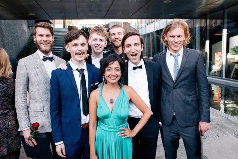 KAN VINNE PRIS: Disse sju studentene ved filmskolen i Lillehammer, står bak filmen «Generation Mars». Foto: Jonathan Bjerstedt