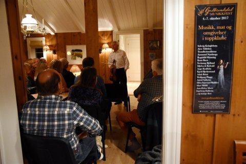 Arve Tellefsen hadde invitert publikum til konsert på hytta på Gålå torsdag kveld..