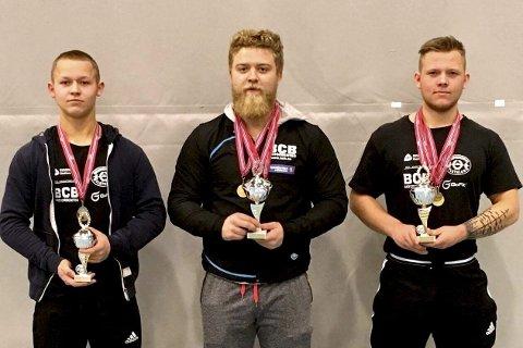 STERKE: Tre lokale norgesmestere i styrkeløft (f.v.) Ludvik Moen, Nikolai Slettnes og Hermann Moen.