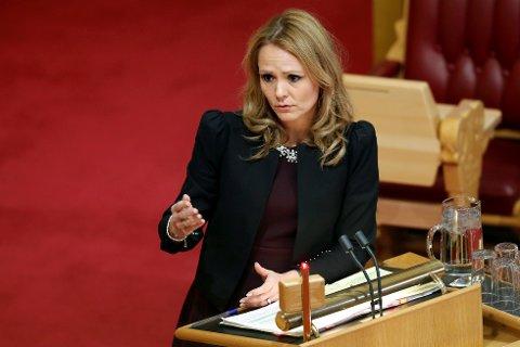 Kulturminister Linda Hofstad Helleland (H) øker støtten til idretten samlet, men gir mindre penger til ledelsen i Norges Idrettsforbund.