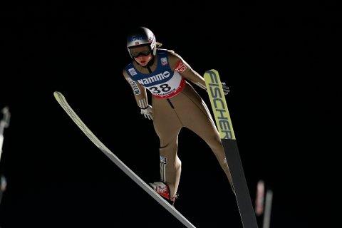 Maren Lundby under kvinnens  hopp i verdenscupen i nordiske grener i Lillehammer fredag. Søndag er hun blant favorittene i den store Lysgårdsbakken.