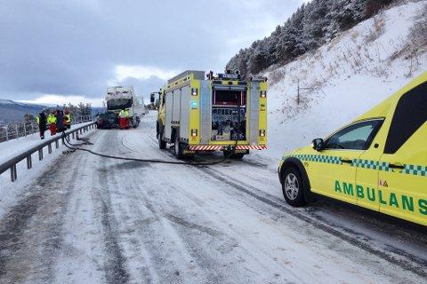 Trafikkulykken fant sted langs E136. Nødetatene rykket ut til stedet.