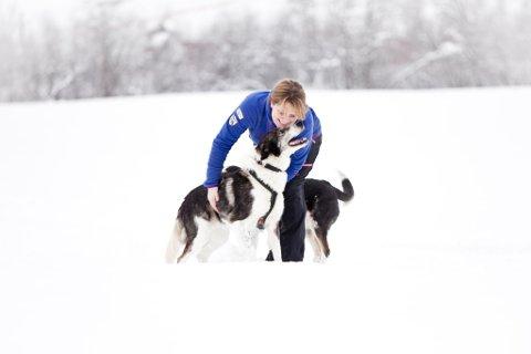 Veterinær Kitty Marie Killi Jevne på Vinstra er Norges første PT for hunder.