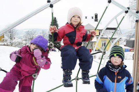 MEDVIRKNING: Aurora Alvsø, Solveig Kèravec og Elias Skaarseth Hallberg i Lillehammer barnehage vil helst være med og bestemme mest mulig . Regjeringens forslag til ny rammeplan for barnehager lover godt.