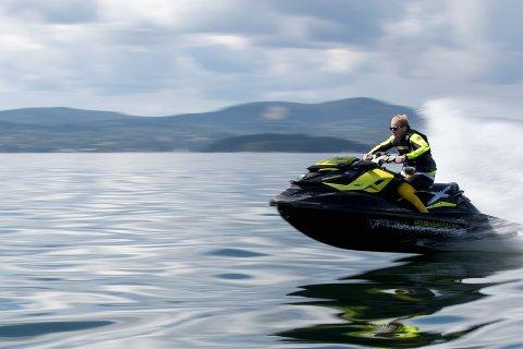 Fylkesmannen i Oppland vil ikke ha «mildere» regler for bruk av vannscooter.