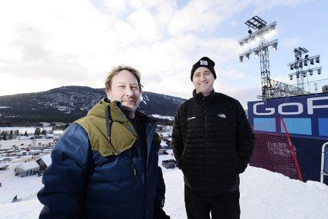 X Games-sjef Henning Andersen (t.v.) skriver i et notat at det haster med å få satt en dato for neste års utgave. Her med Tim Reed i ESPN fra 2017-utgaven i Hafjell.
