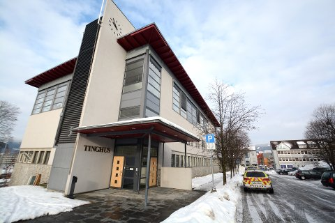 Lillehammer og Vågå består som egne rettssteder. Regjeringen valgte mandag å legge domstolkommisjonens innstilling til side og forslå en løsning som sikrer at ingen rettssteder legges ned.