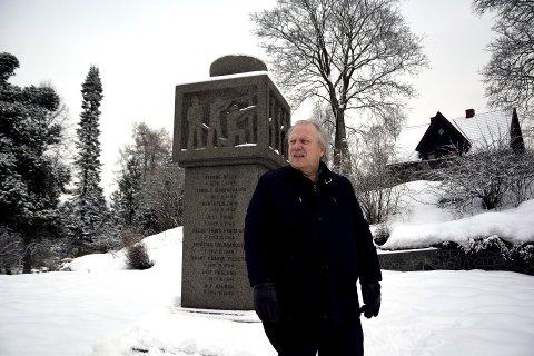 GIR SEG KRIGEN I VOLD: – 77 år etter krigsutbruddet er Andre verdenskrig fortsatt er sentral fortelling i mange norske familier, påpeker Ingar Sletten Kolloen. Nå går Lillehammer-forfatteren løs på sin kanskje største oppgave hittil: Å skildre krigsårene dag for dag, fra 1940 til 1945.  Foto: Olav Brostrup Müller