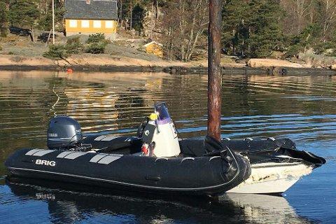 Båten som Scott Tønnesen førte kollidert med en stake i sjøen ved Hankø i Østfold. Foto: Hovedredningssentralen / NTB scanpix