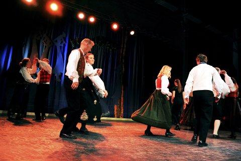 God debut:  Live Visdal frå Vågå debuterte med ein sterk 2. plass i dans klasse B saman med veteran Ola Grøsland.