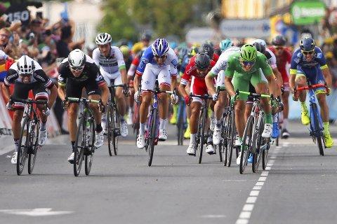 BARE NESTEN: Edvald Boasson Hagen (t.v.) var nær seier på den 11. etappen i Tour de France. Det endte med tredjeplass. Tyskeren Marcel Kittel (i grønt) vant sin femte etappeseier i årets Tour.