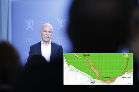 Jan Tore Sanner (H) har bestemt seg for hvordan vernegrensene på Dovrefjell skal være. Innfelt bilder viser departementets avgjørelse.