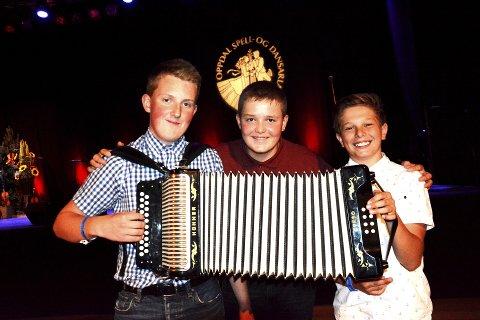 Først: Even Offerdal Bakken (15), Lom, Stian Barlund Nicolaisen (13), Lom, og Filip de Presno (13) Skjåk, var tre av fem i solo durspel junior, og seinare på eftan heldt dei platesleppkonsert saman med 11 andre ungdommar frå Lom, Skjåk og Vågå i Lom toradergruppe.