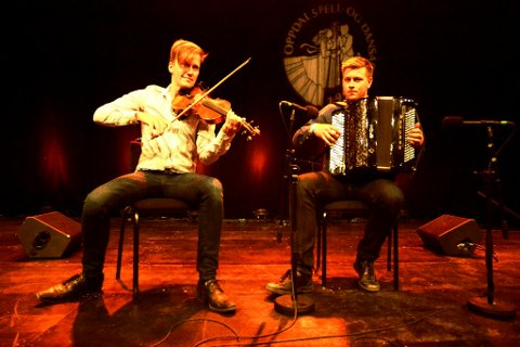 Duoen Bjørn Kåre Odde, Garmo, og Ole Nilssen, Løten, skal spela finale laurdag kveld.