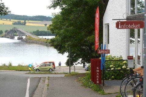 Tingnes: På Tingnes ligger utgangspunktet for en idyllisk reise i bil, på sykkel, i kajakk eller i båt. Nes og Helgøya tilbyr mat, klær, kunst, håndverk, blomster, bær og klatring, blant annet.