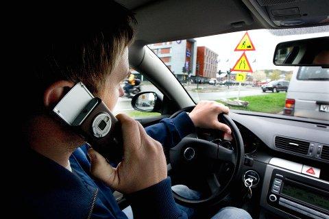 Standard forlegg for å prate i mobiltelefon mens du kjører bil er kroner 1.650.
