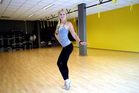 Posering: Under fitnesskonkurransen Sandefjord Open, skal hun stå på scenen sammen med jenter fra hele Norge, og vise fram hva all treningen og disiplinen har gjort med kroppen deres. For å vise fram ulike muskler, må de gjøre forskjellige poseringer foran dommerne.