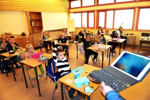 Får Brett: 1.-klassingene ved Kvam skole får snart nettbrett til bruk i undervisningen. De fleste har nok kjennskap til det allerede. Begge foto: Einar Almehagen