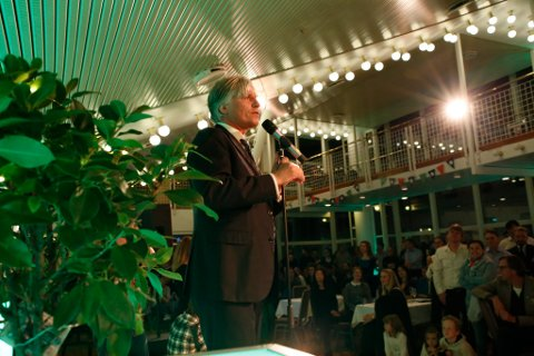 Ola Elvestuen taler under Venstres valgvake.  Foto: Mariam Butt / NTB scanpix