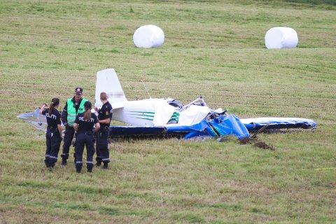 Et småfly styrtet på et jorde ved Furnes i Hedmark tirsda.