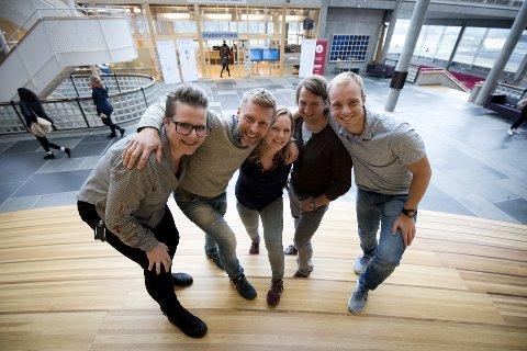 KONKURRENTER: Ingrid Bårdsdatter Bakke, Odd Rune Stalheim, Sigrid Myklebø, Roald Undlien og Knut Sindre Mølmen ved Høgskolen i Innlandet på Lillehammer skal delta på Forskerkamp.