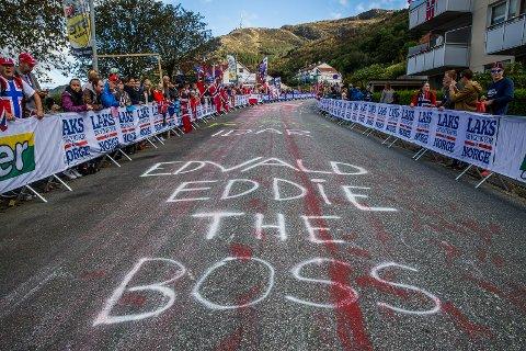 Edvald Boasson Hagen maktet ikke å følge de sterkeste rytterne opp Laksebakken en siste gang. Men publikum hadde i hvert fall gjort sitt for å støtte 30-åringen opp den tøffe motbakken.