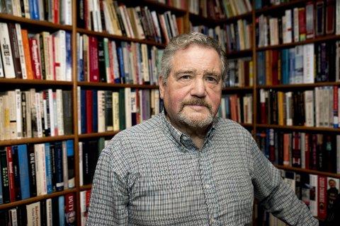 USA-KJENNER: Professor emeritus Ole O. Moen skal tirsdag snakke om Trump i Litteraturhus Lillehammer (biblioteket).