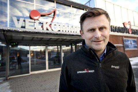- Vi må bort fra diskusjonen om tunge og lette varegrupper, mener senterleder Erik Skjellerud. Han håper å møte større forståelse for Strandtorgets behov når den nye byplanen behandles.