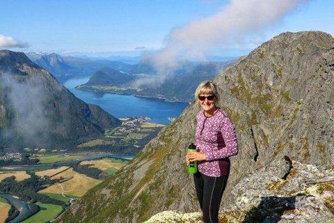 Lise Slettmoen Walle på Romsdalseggen.