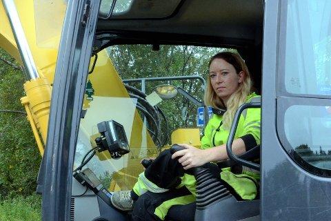 Linda Pedersen har vært gravemaskinfører siden 2011.