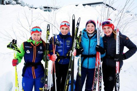 Sesongens første GD-cup på Skåburennet  med 143 påmeldte *** Local Caption *** KONKURRENTAR OG VENNINNER: Ingrid Øien (15) og Oline Vestad (14) frå Vågå, Maria Lykken Hamre(14), Søre Ål, og  Aurora Storlien Ulen, Lillehammer.