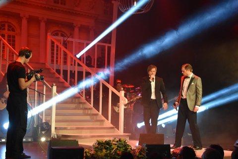 Ringsakergallaen *** Local Caption *** Gaute Ormåsen og Rune Sørheim åpnet showet.